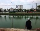 Bất chấp cảnh báo, người dân vẫn câu cá dưới lưới điện cao thế