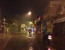 """Cơn mưa vàng """"tắm mát"""" người Sài Gòn giữa đêm khuya"""