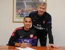 Theo Walcott chính thức gia hạn hợp đồng với Arsenal