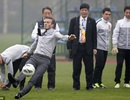 """Beckham """"ê mặt"""" vì sự cố trong lúc biểu diễn ở Trung Quốc"""