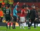 """UEFA ủng hộ trọng tài """"hại chết"""" MU"""