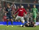 Rooney khẳng định Schweinsteiger xứng đáng nhận thẻ đỏ