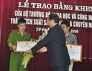 Bộ KHCN tặng bằng khen cho chuyên án sản xuất IC gian lận đo lường xăng dầu