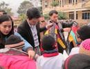 Sinh viên ĐH Mỏ - Địa chất tặng quà Tết học sinh nghèo vùng cao