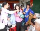 Niềm vui của những người con xa xứ chăm lo tết cho hộ nghèo