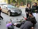 Hà Nội: Ô tô va chạm với xe đạp, một cụ già nguy kịch
