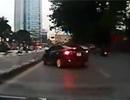 Xế hộp đánh võng như phim trên đường phố Hà Nội