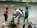 Hà Nội: Hai phụ nữ dũng cảm giải cứu chiếc xe bốc cháy