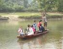 Anh Chảo Kèn Dùng 30 năm chở đò miễn phí cho học sinh và giáo viên
