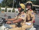 Nữ CSGT duyên dáng dẫn đoàn nguyên thủ
