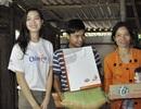 Hoa hậu Thùy Dung cùng bạn trẻ trao quà tri ân thiện nguyện