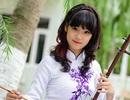 Chibi Hoàng Yến mặc áo dài, đánh đàn thi đại học