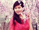 Giới trẻ Hà thành đọ sắc bên hoa đào đầu Xuân