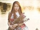 Nữ sinh Ngoại giao đẹp mơ màng bên dòng sông