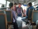 """Những dịch vụ """"chui"""" ở bến xe Giáp Bát"""