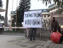 """Bức xúc vì chế độ đền bù, công dân phường Nhật Tân """"đánh trống"""" kêu oan"""
