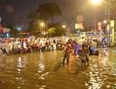 Giao thông TPHCM tê liệt vì đường ngập