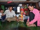 Thưởng đôi vợ chồng nghèo cứu 15 nạn nhân vụ cháy tàu cánh ngầm