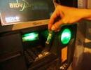 Liên tiếp phát hiện người nước ngoài dùng thẻ ATM giả để rút tiền