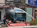 Nỗ lực dập vụ cháy xe bồn ngay sát kho xăng dầu