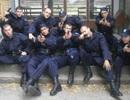 """Chụp ảnh kiểu xã hội đen, 9 cảnh sát """"lĩnh đủ"""""""