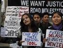 Sợ bị hãm hiếp, phụ nữ Ấn Độ đổ xô mua súng phòng thân