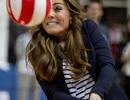 Công nương Kate chơi bóng chuyền khoe dáng chuẩn sau sinh