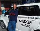 Mỹ: Tài xế taxi trả lại 300.000 USD được thưởng 10.000 USD