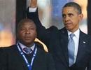 """Hàng loạt nguyên thủ bị phiên dịch """"lừa đau"""" tại tang lễ Mandela"""
