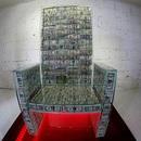 """Quý ông giàu có dùng 23 tỷ đồng tiền mặt làm ghế ngồi """"chống đạn"""" như ngai vàng"""
