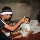 Cậu bé mồ côi cha gồng mình cứu đôi mắt của mẹ được bạn đọc giúp đỡ