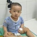 Cảm động tình cảm của bạn đọc giúp bé trai 2 tuổi chữa bệnh ung thư