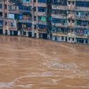 """Sông dài nhất Trung Quốc """"oằn mình"""" vì lũ lụt nghiêm trọng"""