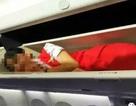 Trung Quốc: Tiếp viên hàng không bị đồng nghiệp bắt nằm trên hộc hành lý