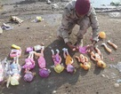 IS nhồi thuốc nổ vào búp bê, âm mưu sát hại người hành hương