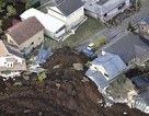 Nhật Bản ngổn ngang sau 2 trận động đất mạnh