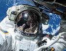 2 nhà du hành Mỹ hoàn thành chuyến đi bộ 6,5 giờ ngoài không gian