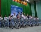 Trao tặng 100 xe đạp đến học sinh nghèo đạt thành tích giỏi