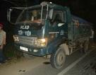 Lao vào xe tải ven đường, một giáo viên tử nạn