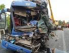 Một người chết, hàng chục người la hét kêu cứu trong chiếc xe khách biến dạng