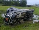Container lao xuống đầm lầy, tài xế may mắn thoát chết