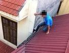Bị chủ nhà phát hiện, kẻ trộm tự cứa dao vào cổ