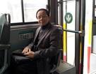 Vị phó giáo sư đến trường hàng ngày bằng xe bus