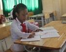 Bé gái khuyết tật ước mơ làm cô giáo dạy vẽ