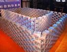 Trung Quốc: Xếp 16 triệu USD thành tường để thưởng Tết cho nhân viên