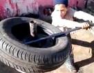 Xem trẻ em thay lốp ôtô cũ trong vòng 4 phút