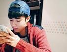 Thanh thiếu niên cô đơn xài smartphone cuồng si bạn ảo