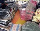 Thu giữ gần 1.500 sản phẩm áo không rõ nguồn gốc