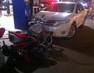 Ô tô lao vào cây xăng, tông 4 người bị thương