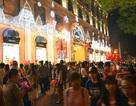 Người dân các thành phố lớn đón Noel sớm